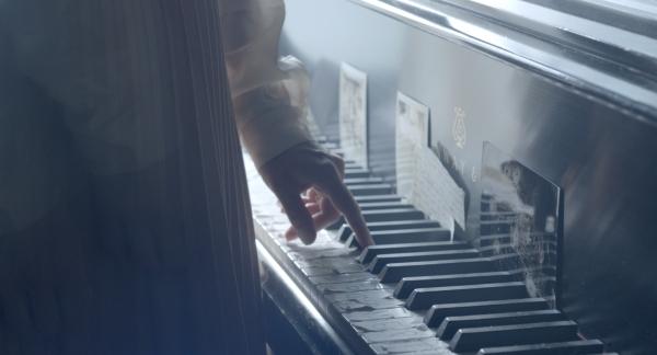Ella@piano